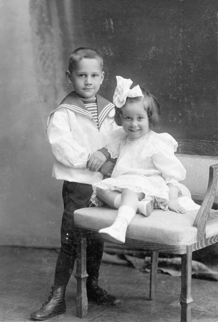 Boris Smirnov-Rusetskiy and his sister Tanya (1910)
